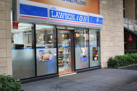 LAWSON 108 Outside