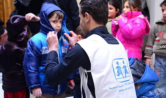 Syria-deler-ut-jakke