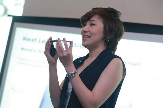 คุณวราพร ลิขิตจรรยากุล ผู้จัดการผลิตภัณฑ์อาวุโส ธุรกิจโทรคมนาคมและไอที ไทยซัมซุง (2)