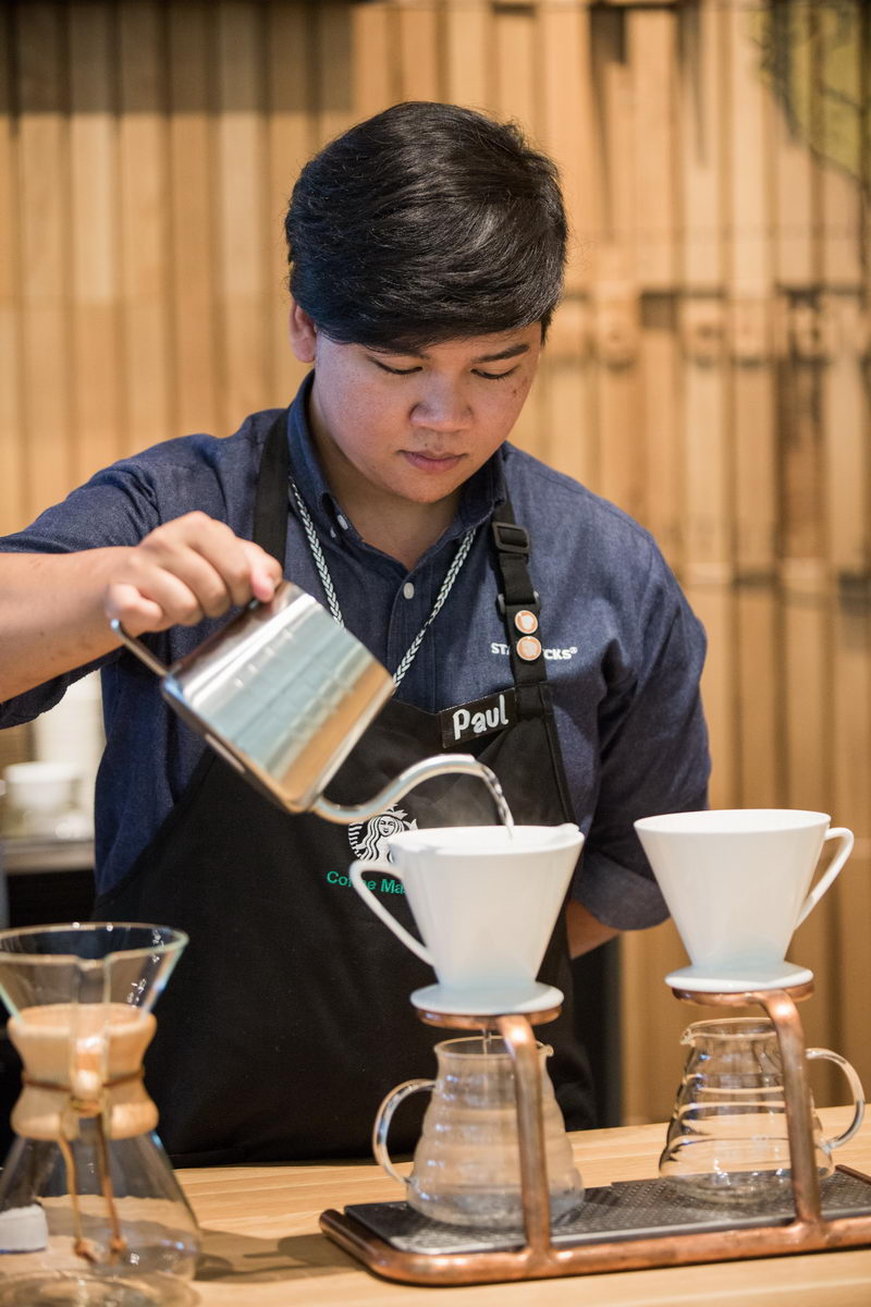 Resize Starbucks Experience Store Siam Discovery (18)