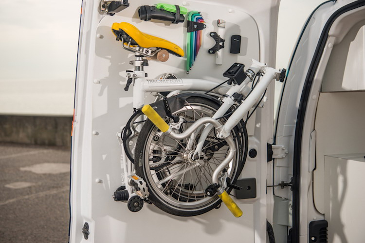 resize-nissan-van-e-nv200-workspace_02